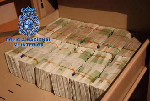 10 miljoen euro in cash en 425 kilo cocaine aangetroffen for Cuisine 10 000 euros